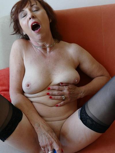 Abartige Oma ist am Sextelefon  scheisst und pisst auf dich ab